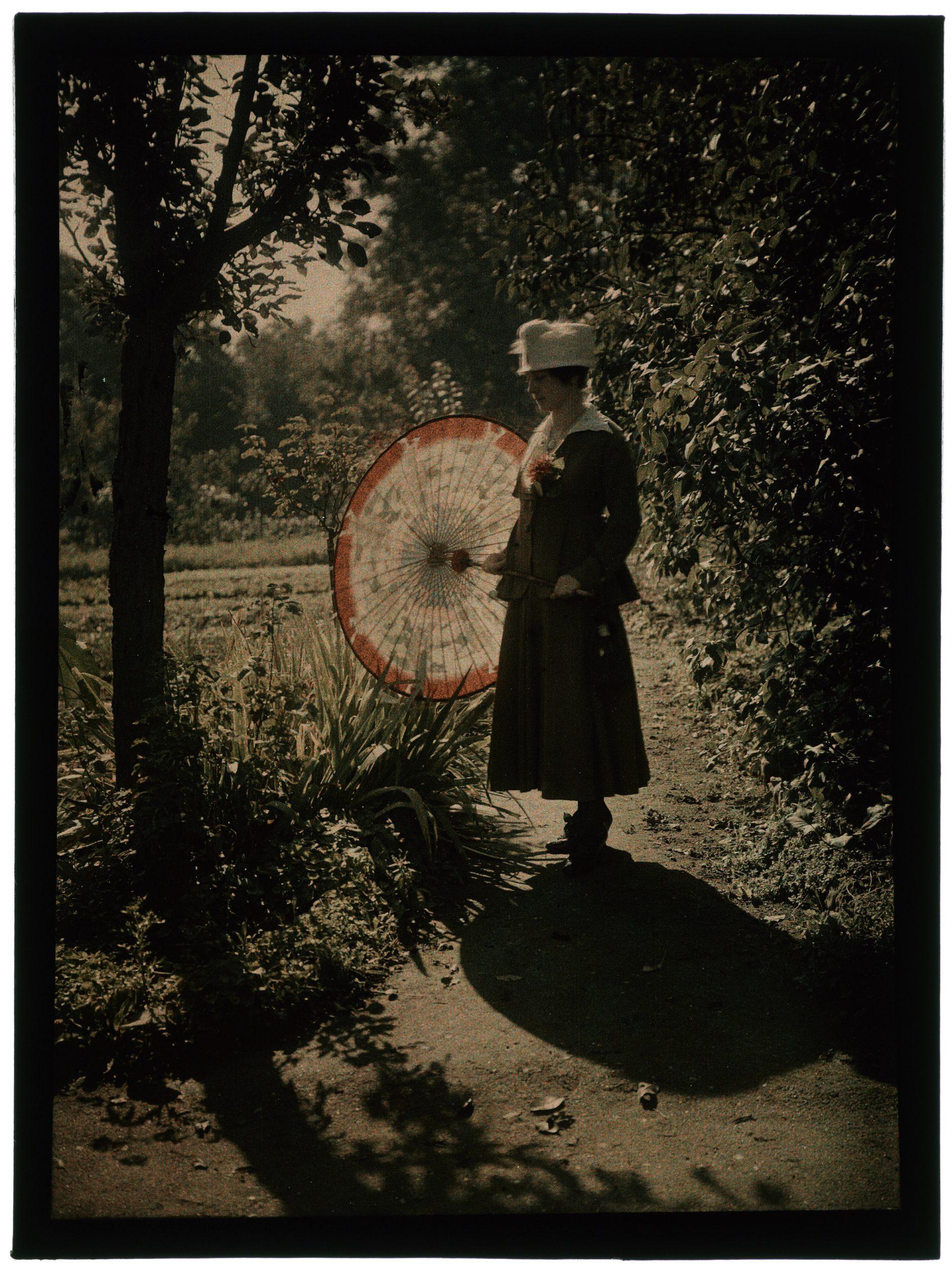 Femme dans le jardin