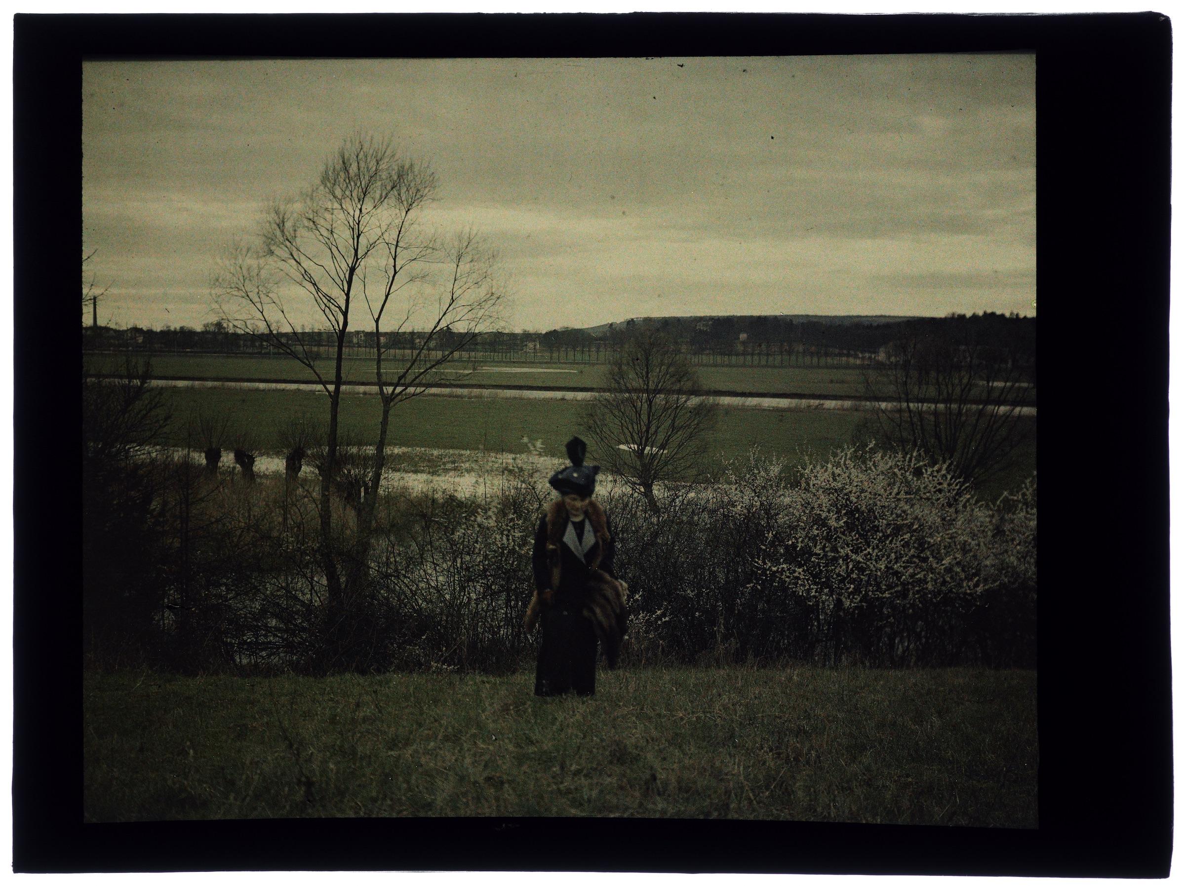 Femme au bord de la Meurthe