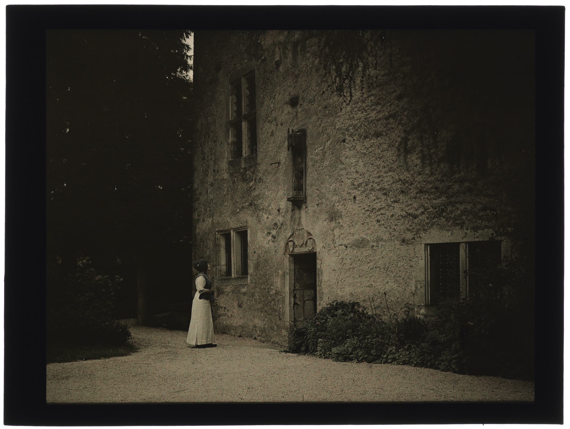 Femmes devant la maison de Jeanne d'Arc