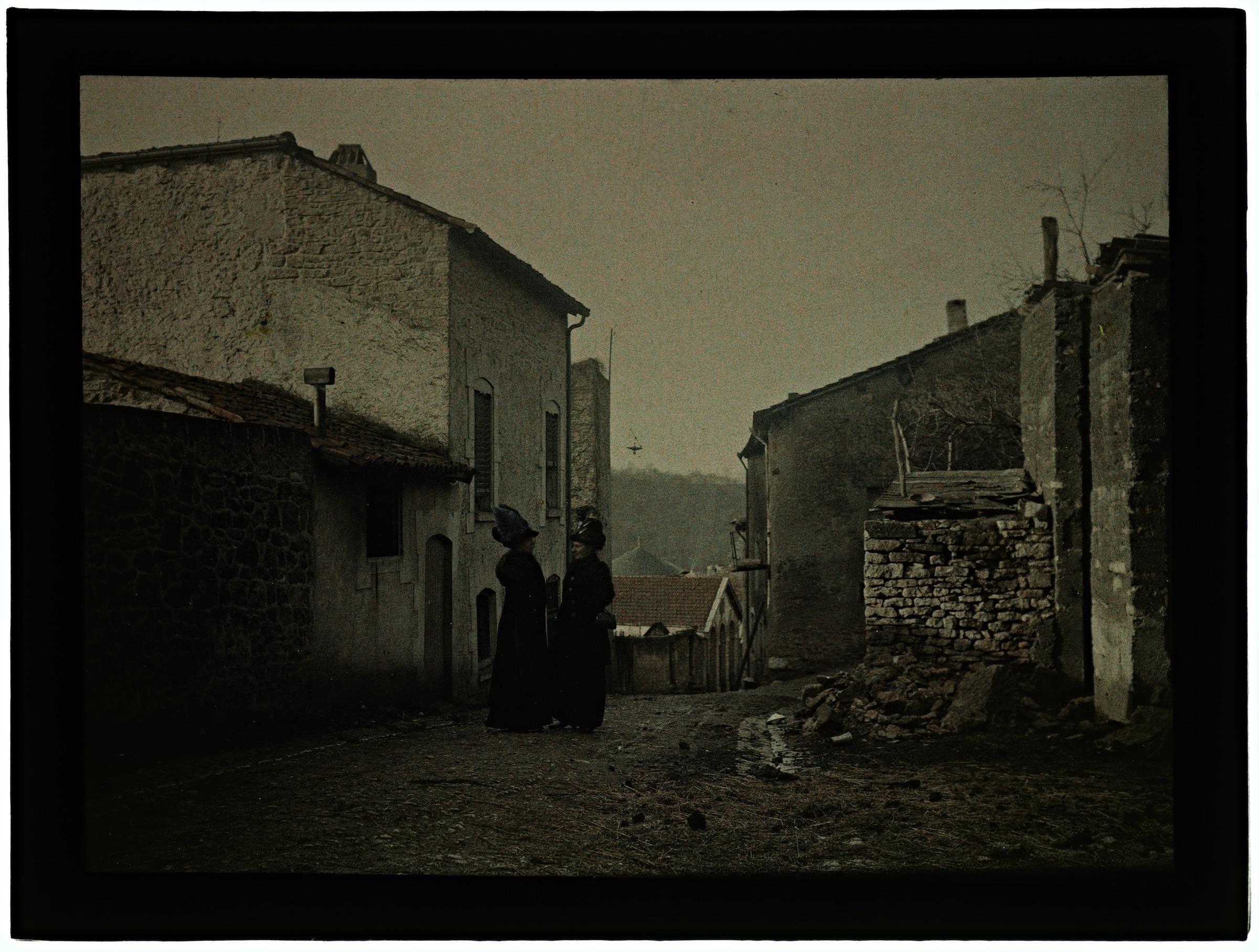 Dans le village