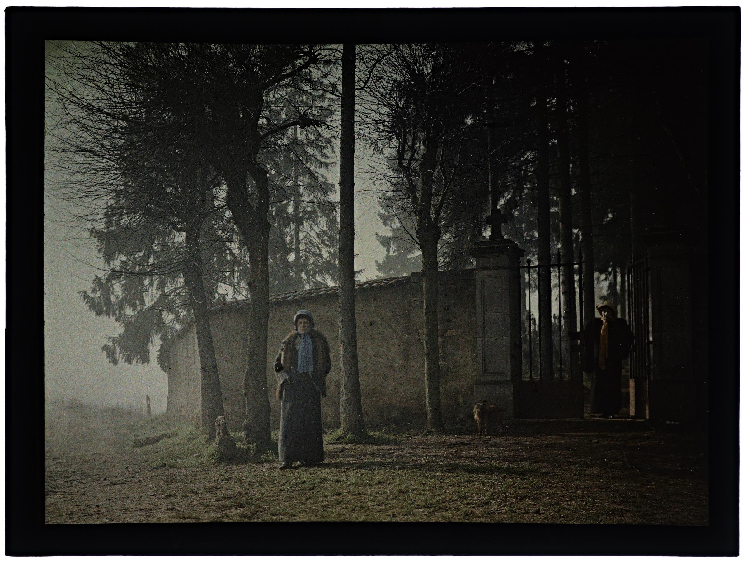 Deux femmes au cimetière