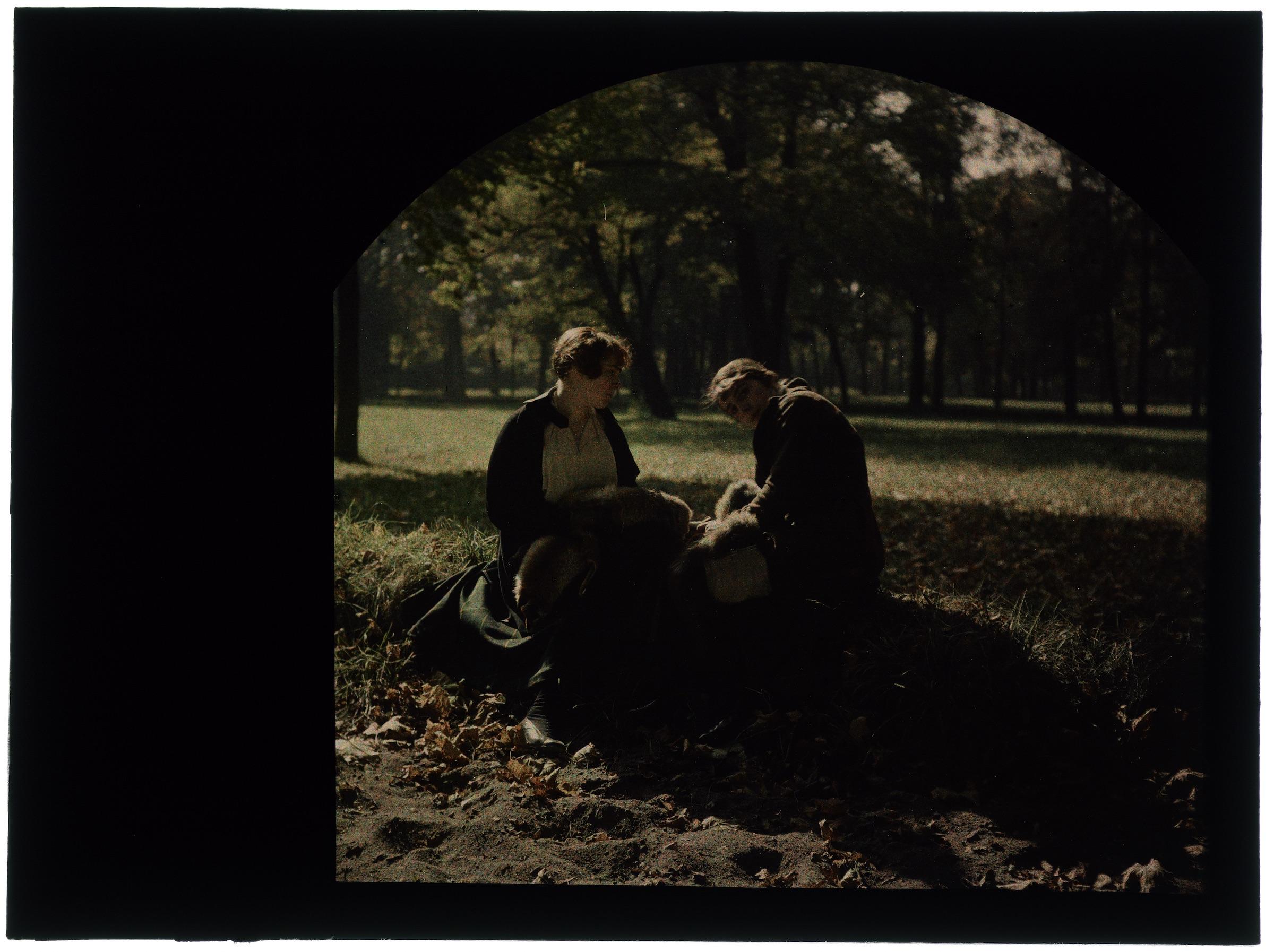 Deux femmes au jardin public