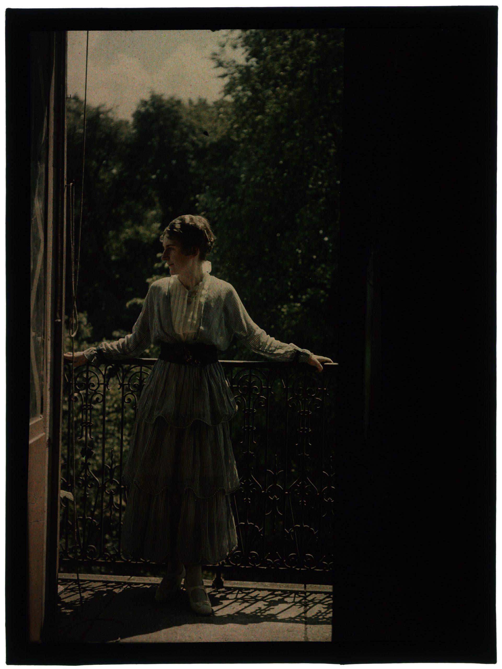 Une ou deux femmes sur le balcon