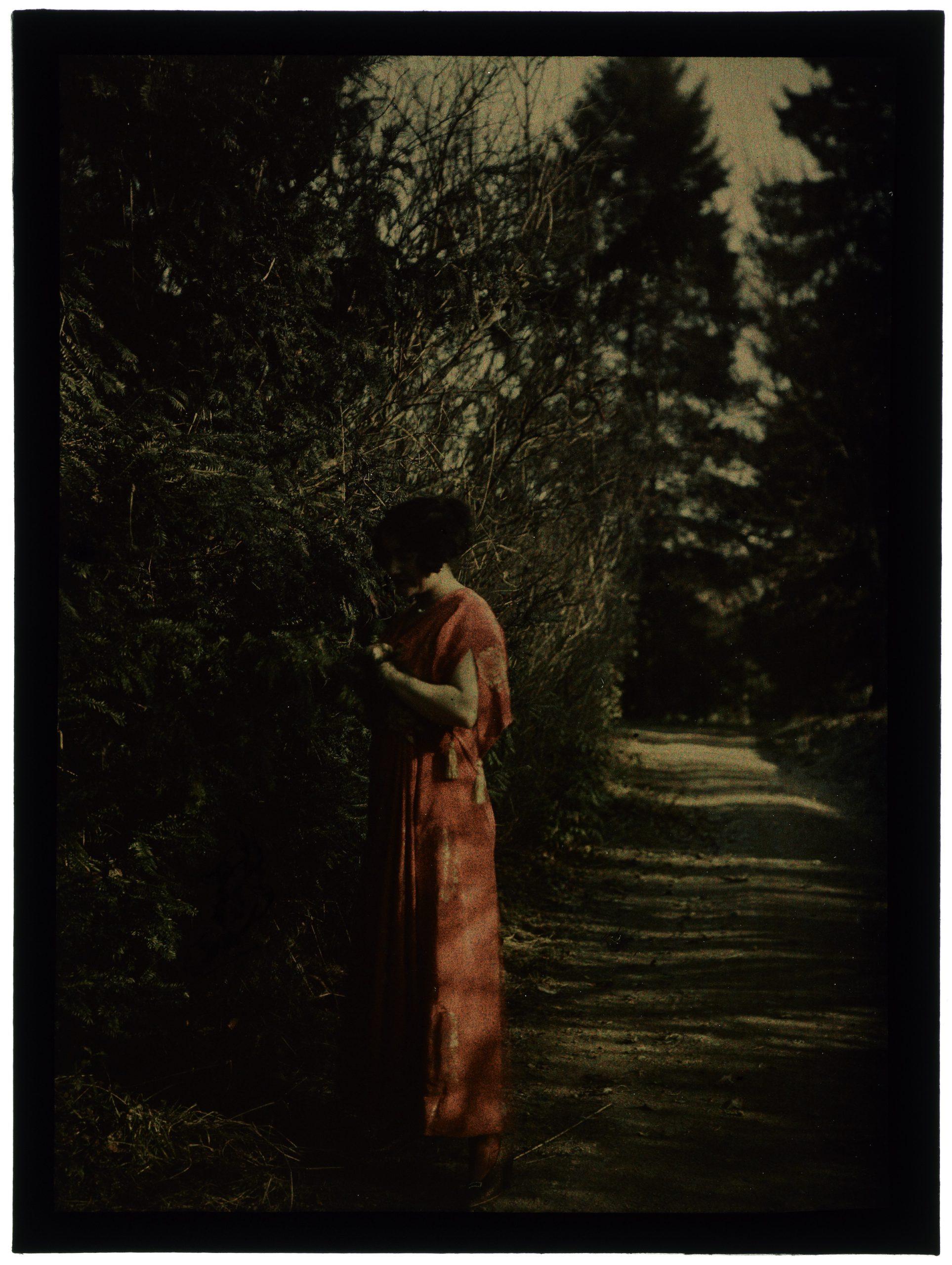 Une femme au jardin