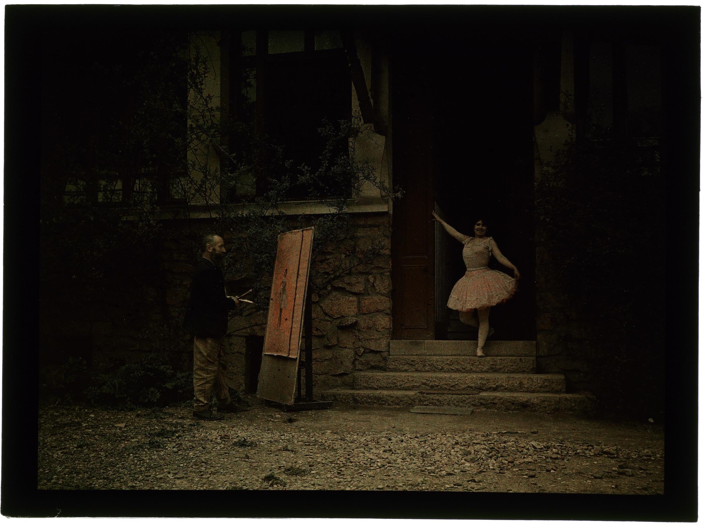 Peintre et son modèle dans la cour